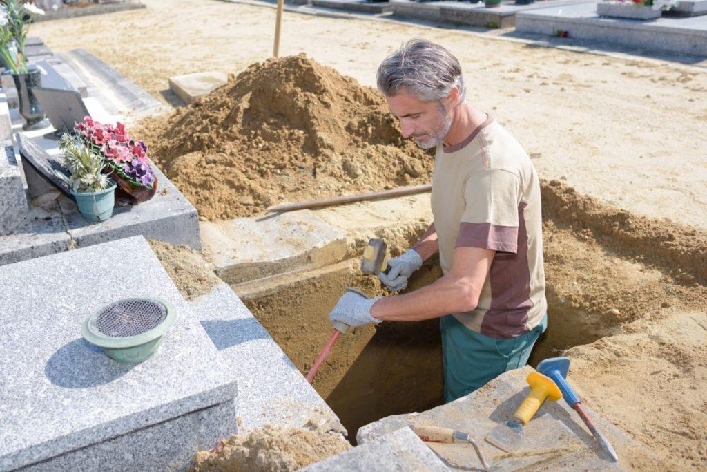 Montaż nagrobka na cmentarzu Rzeszów